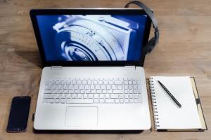 white-black-laptop-computer-67472 (1)